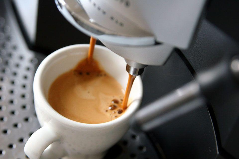 kávé felállítása megkínzott pénisz